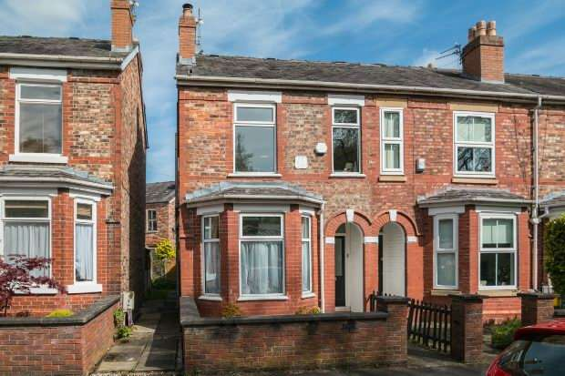 3 Bedrooms End Of Terrace House for sale in Mayors Road, Altrincham