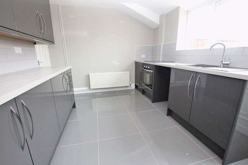 2 Bedrooms Terraced House for sale in LISTER STREET, GRIMSBY