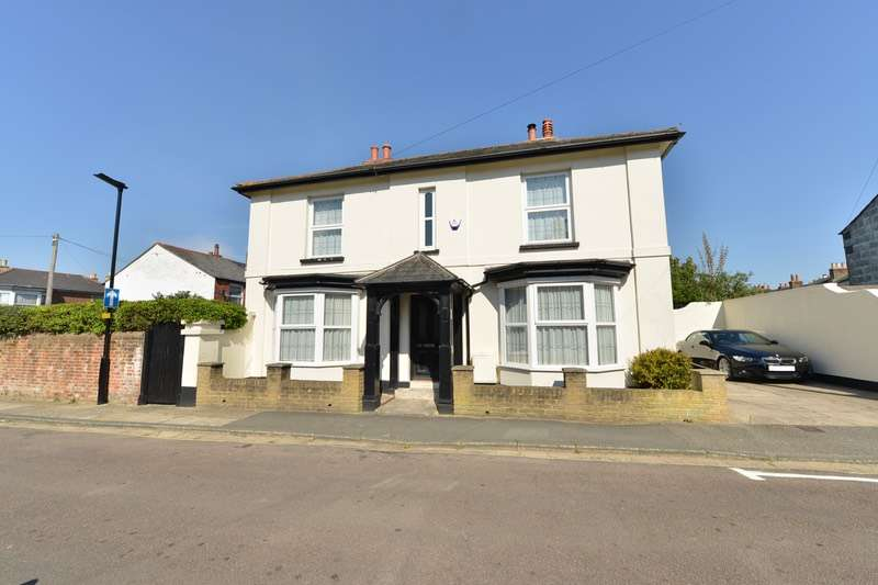 4 Bedrooms Detached House for sale in West View, Newport, Isle of Wight, PO30