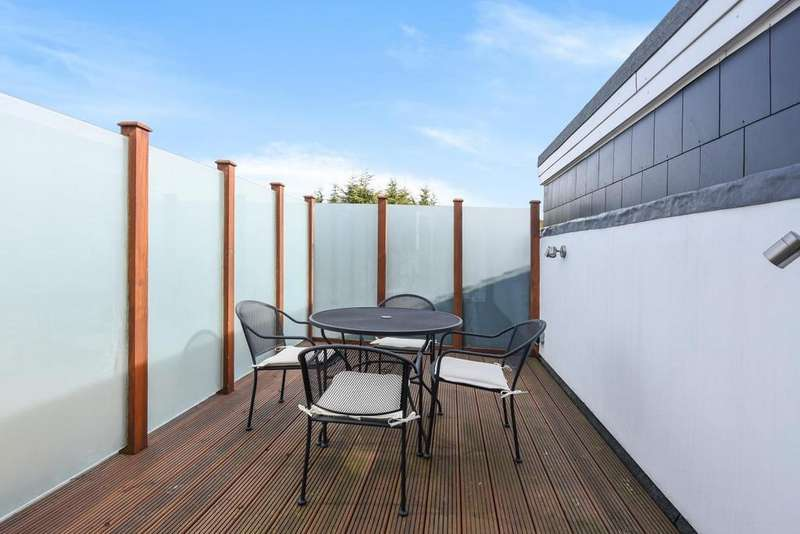 3 Bedrooms Flat for sale in Barmouth Road, Wandsworth, SW18