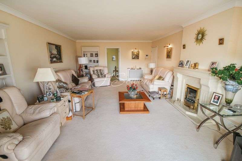 3 Bedrooms Flat for sale in Mead Road, Livermead, Torquay