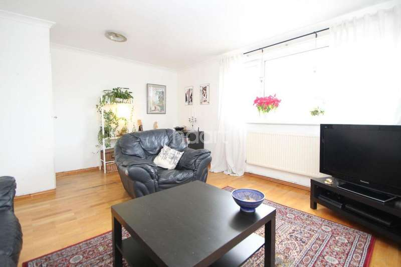 2 Bedrooms Flat for sale in Vicarage Lane, London, E15