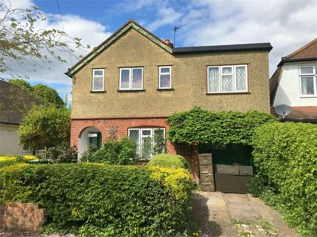 4 Bedrooms Detached House for sale in Fulford Road, Ewell