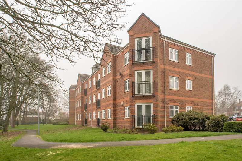 2 Bedrooms Flat for sale in Brackenhurst Place, Moortown, Leeds, West Yorkshire, LS17