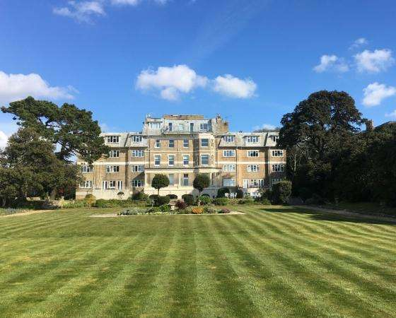 3 Bedrooms Flat for sale in Manor Road , East Cliff