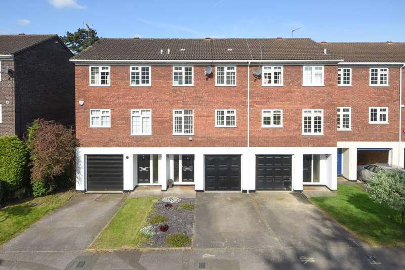 3 Bedrooms Town House for sale in Hillcrest, Weybridge, Surrey, KT13