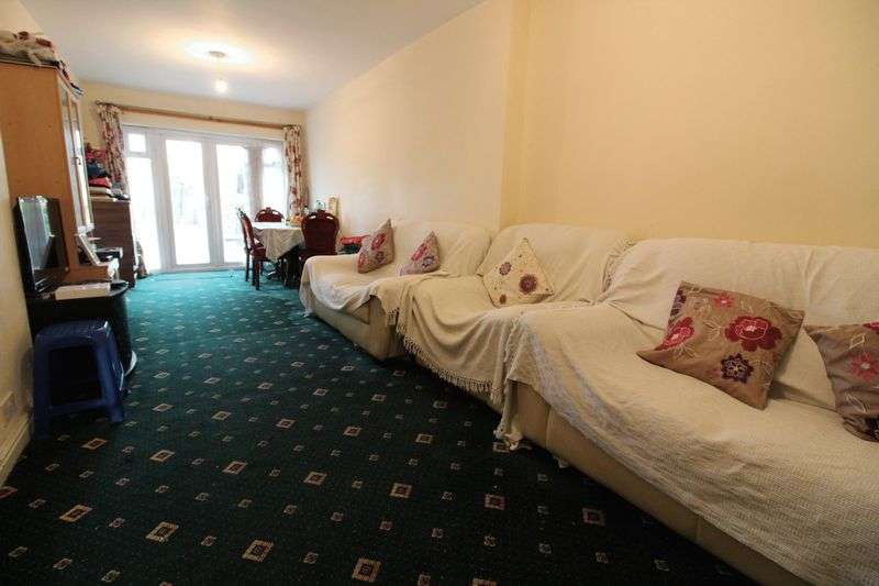 3 Bedrooms Semi Detached House for sale in Extended Three Bedroom in Leagrave