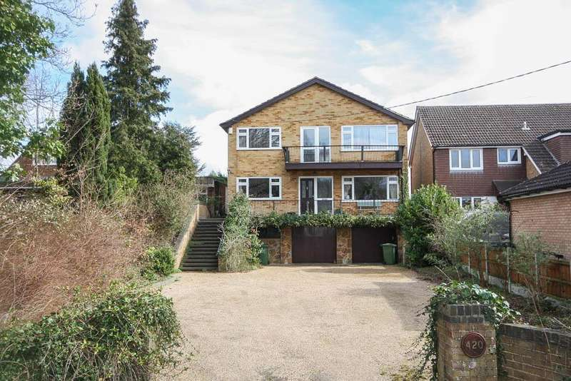 5 Bedrooms Detached House for sale in Outwood Common Road, Billericay CM11