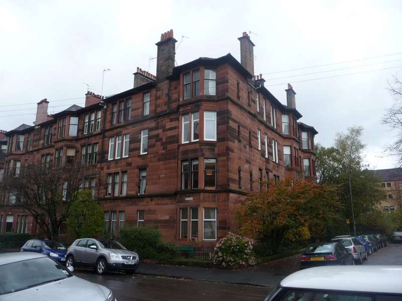 3 Bedrooms Flat for rent in Lauderdale Gardens, Dowanhill, Glasgow