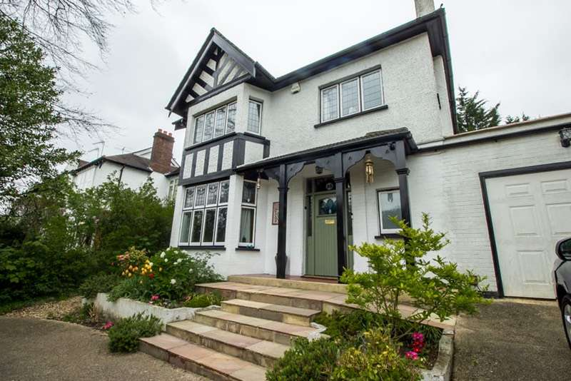5 Bedrooms Detached House for sale in Woodcote Valley Road, Purley, Surrey, CR8