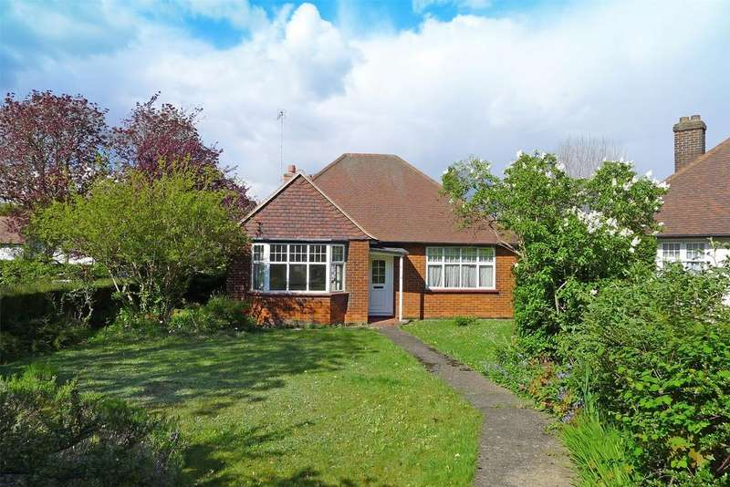2 Bedrooms Detached Bungalow for sale in The Quadrant, Letchworth Garden City, Hertfordshire