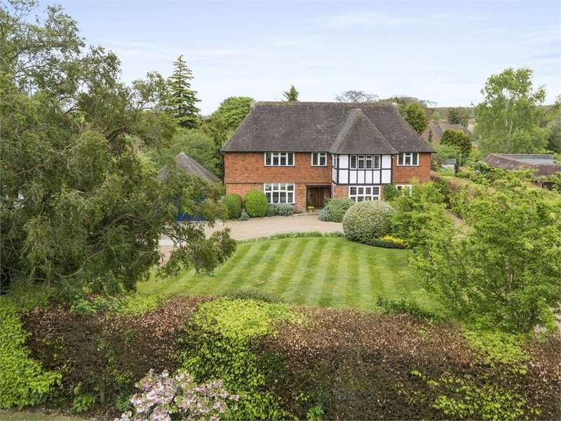 5 Bedrooms Detached House for sale in Fairway, Guildford, Surrey