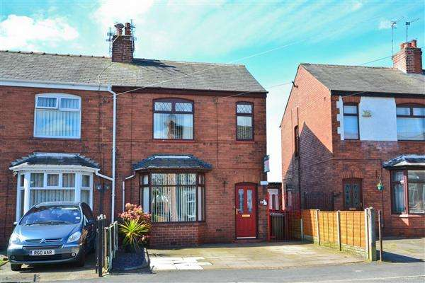 3 Bedrooms Semi Detached House for sale in Spindle Hillock, Ashton in Makerfield