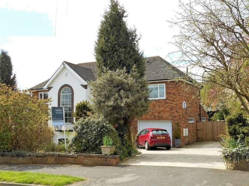 4 Bedrooms Detached House for sale in Dunstarn Drive, Adel