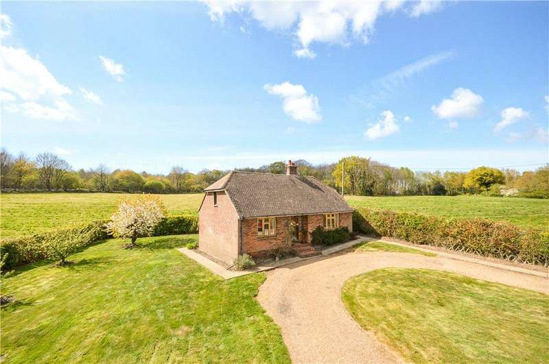 2 Bedrooms Detached Bungalow for sale in Hatch Lane, Chartham Hatch, Canterbury