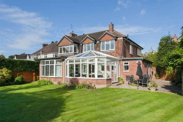 4 Bedrooms Detached House for sale in The Rowans, Chalfont St Peter, Buckinghamshire