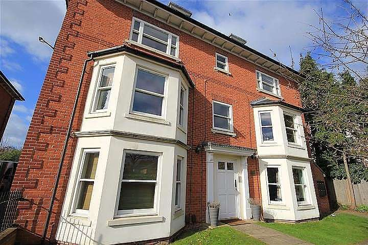 2 Bedrooms Apartment Flat for sale in Brownlow Lodge, Brownlow Road, Reading, RG1