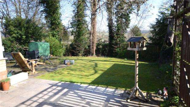 3 Bedrooms Detached Bungalow for sale in Hazel Road, Purley on Thames, Reading