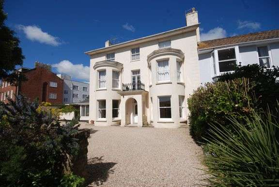1 Bedroom Flat for sale in Barton Close, Sidmouth