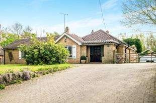 4 Bedrooms Bungalow for sale in Leeds Road, Langley, Maidstone, Kent