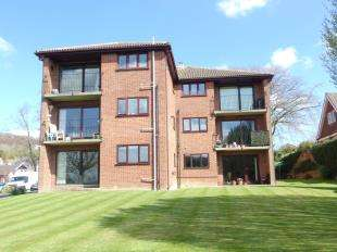 2 Bedrooms Flat for sale in London Road, River, Dover