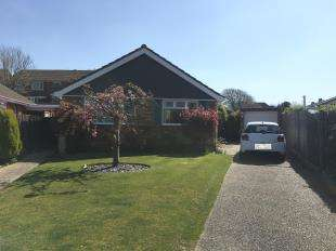 3 Bedrooms Bungalow for sale in Sandown Way, Bexhill-On-Sea, East Sussex