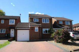 3 Bedrooms Link Detached House for sale in Otford Close, Crawley, West Sussex