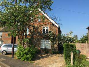 4 Bedrooms Semi Detached House for sale in Rose Cottages, Littleworth Lane