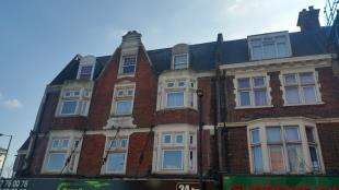 2 Bedrooms Flat for sale in Station Road, Redhill, Surrey