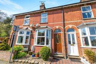 3 Bedrooms Terraced House for sale in Garibaldi Road, Redhill, Surrey
