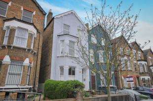 2 Bedrooms Flat for sale in Byne Road, London