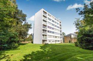 2 Bedrooms Flat for sale in Heathfields, Sandrock Road, Tunbridge Wells, Kent
