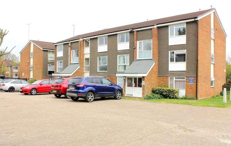 2 Bedrooms Apartment Flat for sale in 2 BEDROOM TOP FLOOR APARTMENT IN Cuffley Court, HP2