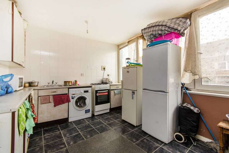 3 Bedrooms Maisonette Flat for sale in Daniel Gardens, Peckham, SE15