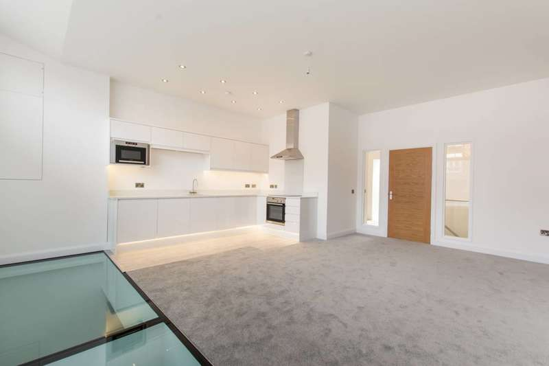 3 Bedrooms Flat for sale in Welmar Mews, Clapham, SW4