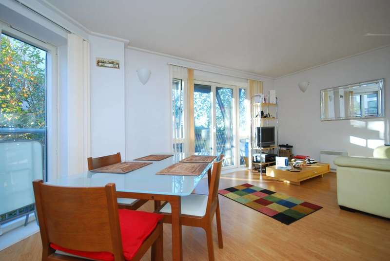 2 Bedrooms Flat for sale in Naxos Building, Canary Wharf, E14
