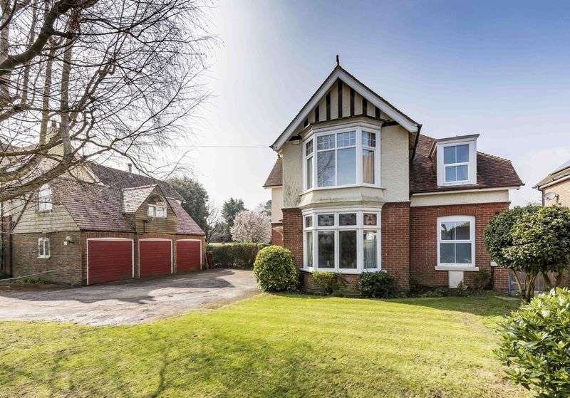 4 Bedrooms Detached House for sale in Castle Avenue, Warblington