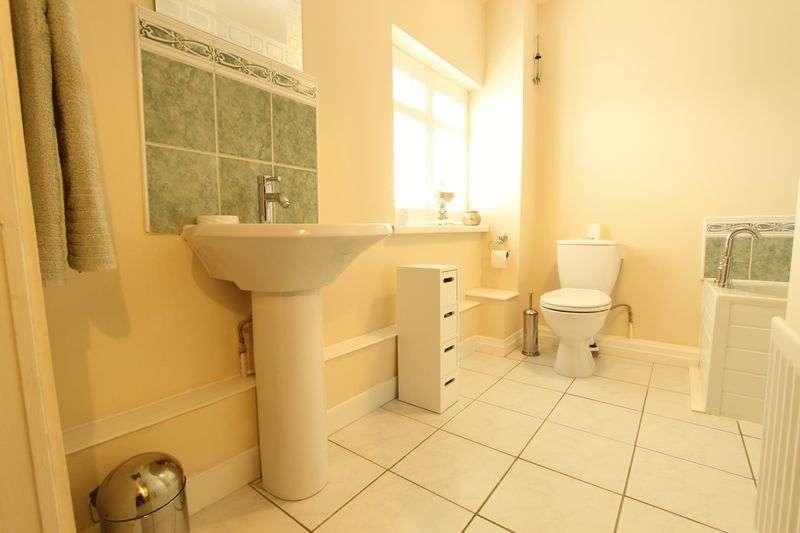 3 Bedrooms Semi Detached House for sale in Portland Road, Plains Farm, Sunderland