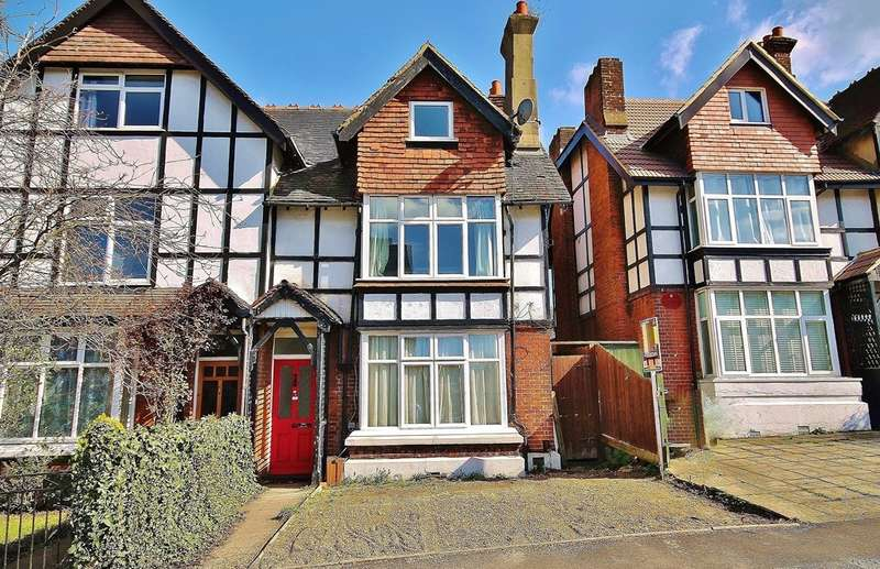 3 Bedrooms Flat for sale in Langley Park Road, Sutton, SM2