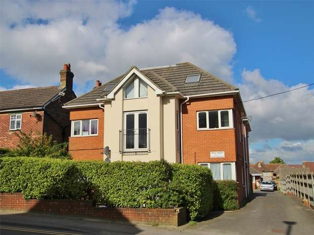 2 Bedrooms Flat for sale in Maple Grange, 45 Sea View Road, Parkstone, POOLE, Dorset