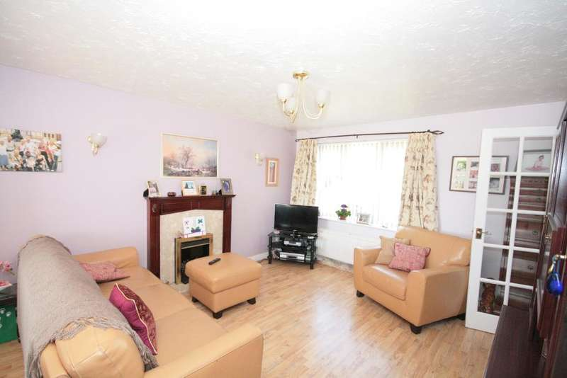 3 Bedrooms Detached House for sale in Rivermeade, Southport, PR8 6PR