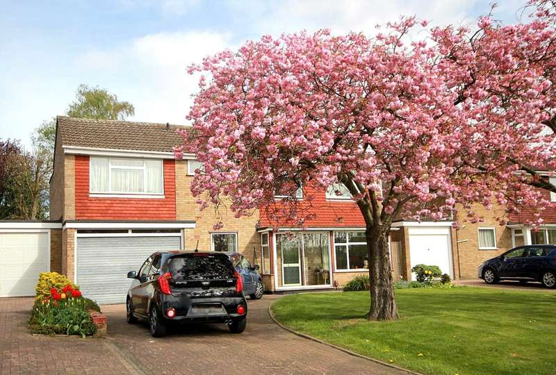 5 Bedrooms Detached House for sale in 5 BED DETACHED WITH GARAGE AND DRIVEWAY, PEASCROFT ROAD, LEVERSTOCK GREEN