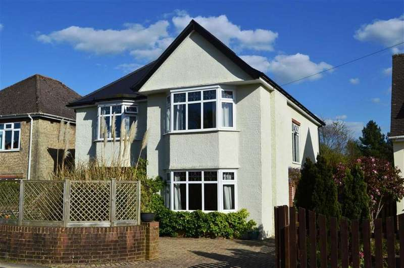 4 Bedrooms Detached House for sale in Oakley Road, Wimborne, Dorset