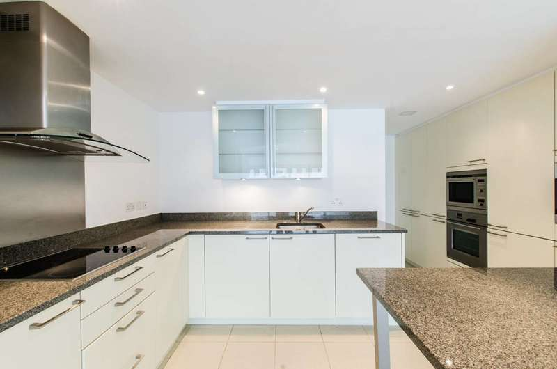 2 Bedrooms Flat for sale in West India Quay, Docklands, E14