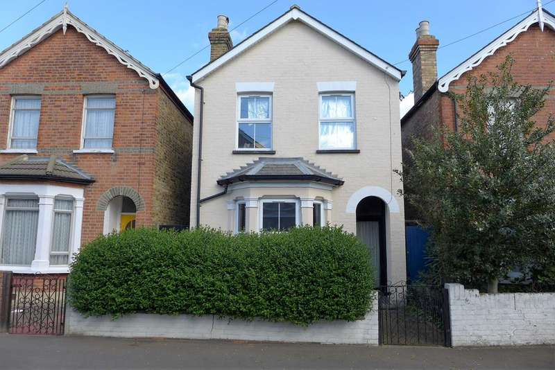 3 Bedrooms Detached House for sale in Cromwell Road, Feltham