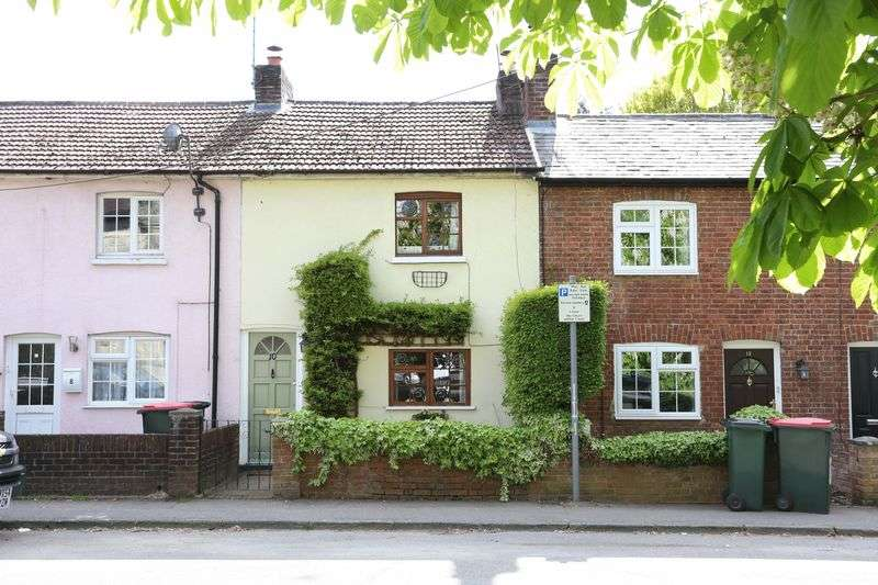 2 Bedrooms Terraced House for sale in Church Street, Crawley