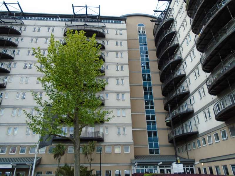 2 Bedrooms Flat for sale in High Street, Stratford, London, E15