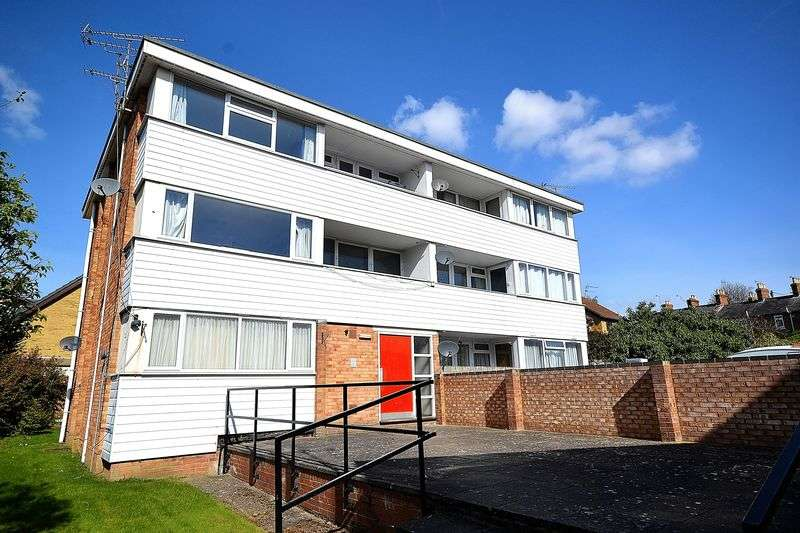2 Bedrooms Flat for sale in Ivester Court, Wing Road, Leighton Buzzard