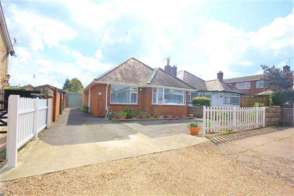 2 Bedrooms Bungalow for sale in Uppleby Road, Poole