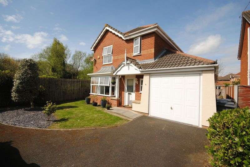 4 Bedrooms Detached House for sale in Dunstall Close, Moreton